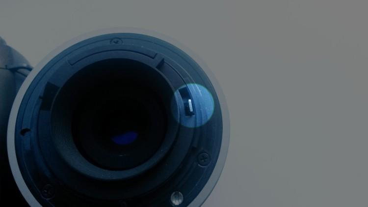 Lens aperture hook
